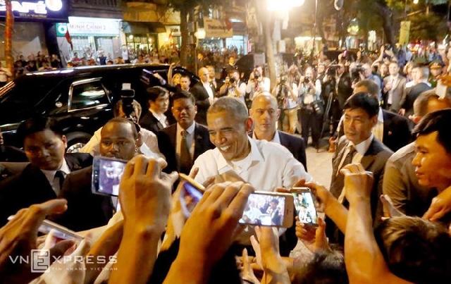 【国際】オバマ大統領、ハノイ市内のベトナム料理店をお忍び訪問 ブンチャーに舌鼓 店主仰天「うちの店に大統領がいるなんて…」©2ch.net ->画像>22枚