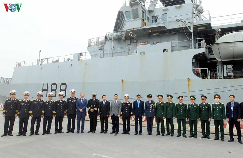 英国海軍の海洋観測艦、ハイフォンに寄港
