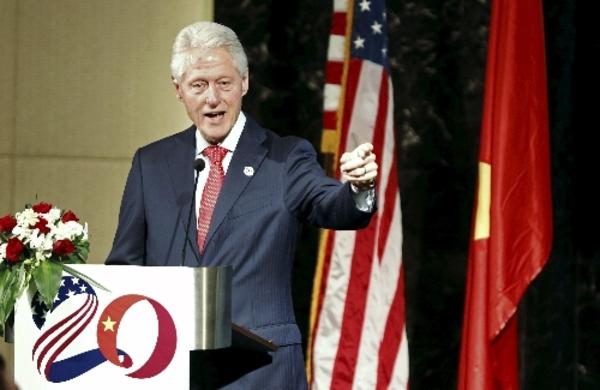 クリントン元米大統領、越米国交正常化20周年記念式典で訪越 [政治 ...