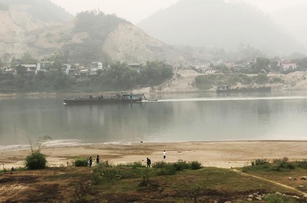 ホアビン省:少年8人が川の渦に呑まれ溺死 [社会] - VIETJOベトナム ...