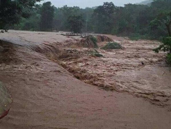 地方 で 洪水 中部